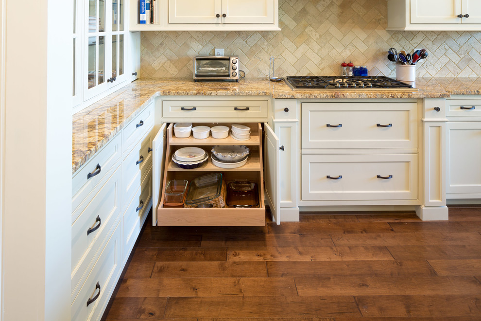 Pull-out tables for large pots and pans